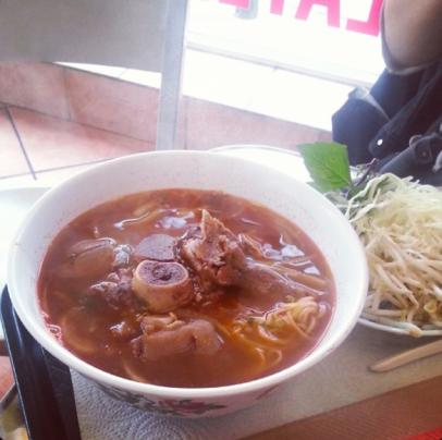 bun bo hue eat well